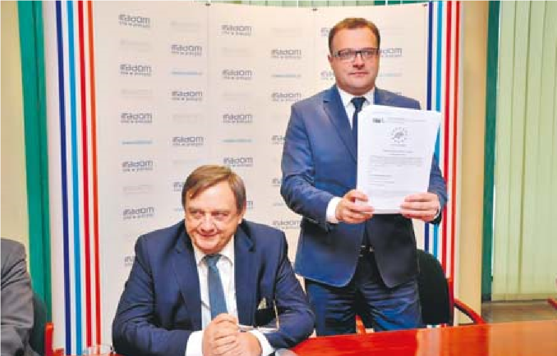 Podpisanie umowy nastąpiło jesienią 2015 roku. Od prawej: Prezydent Radomia Radosław Witkowski i Prezes Wodociągów Miejskich Leszek Trzeciak